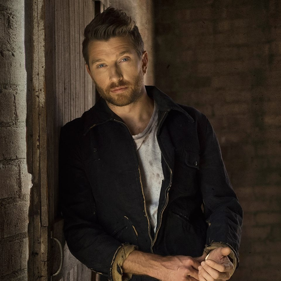 Brett Eldredge heeft 7de #1 hit te pakken met 'Love Someone'