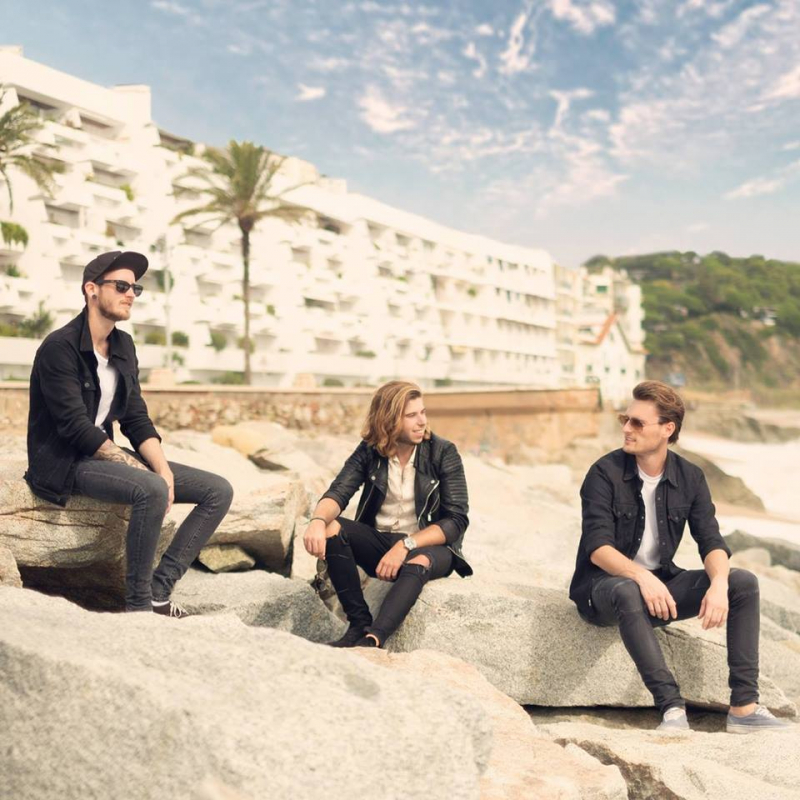 New Country Trio The Young River met 'Ghost Town'